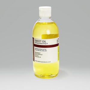 Red Horse, itchy skin, horses, moisturiser, irritation, dry skin, sweet almond oil, saltidin, myrtle, lavender, rubbing